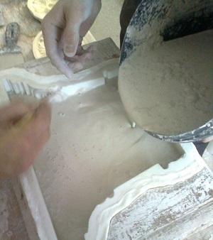 Замешивание раствора и заливка формы