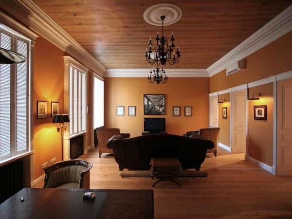 Деревянный потолок в городской квартире