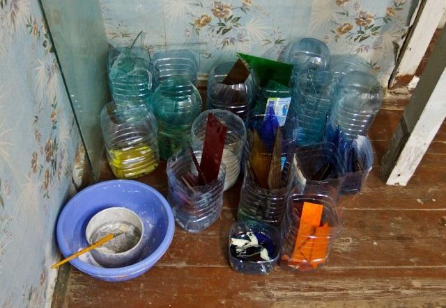 Обрезки стекла не выкидываются - они могут пригодиться для дальнейшего изготовления витража.