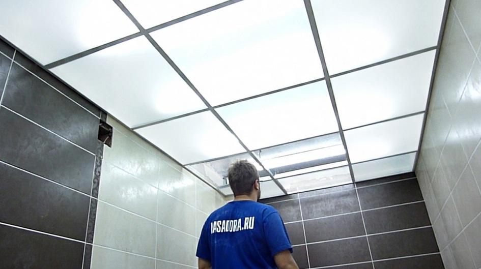 Монтаж стеклянного потолка является достаточно трудоемким процессом