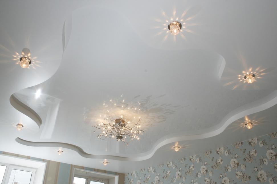 Белый двухуровневый натяжной потолок