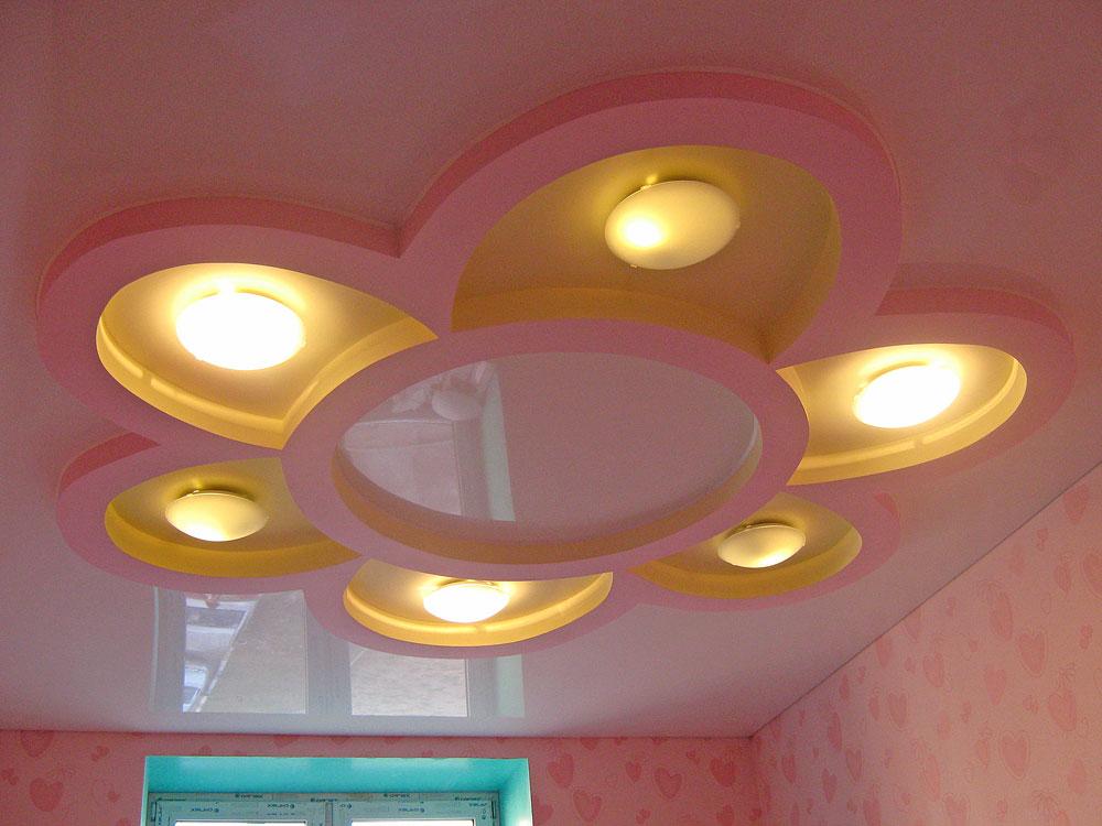 Цветок из гипсокартона на потолке