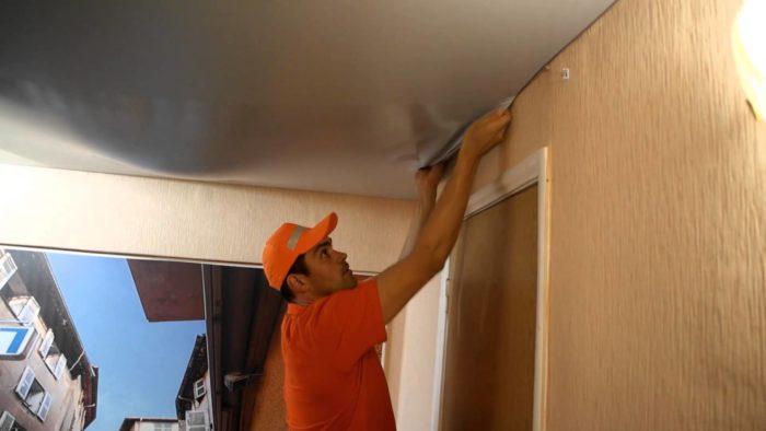 Демонтаж должен проводиться аккуратно, чтобы не повредить отделочный материал