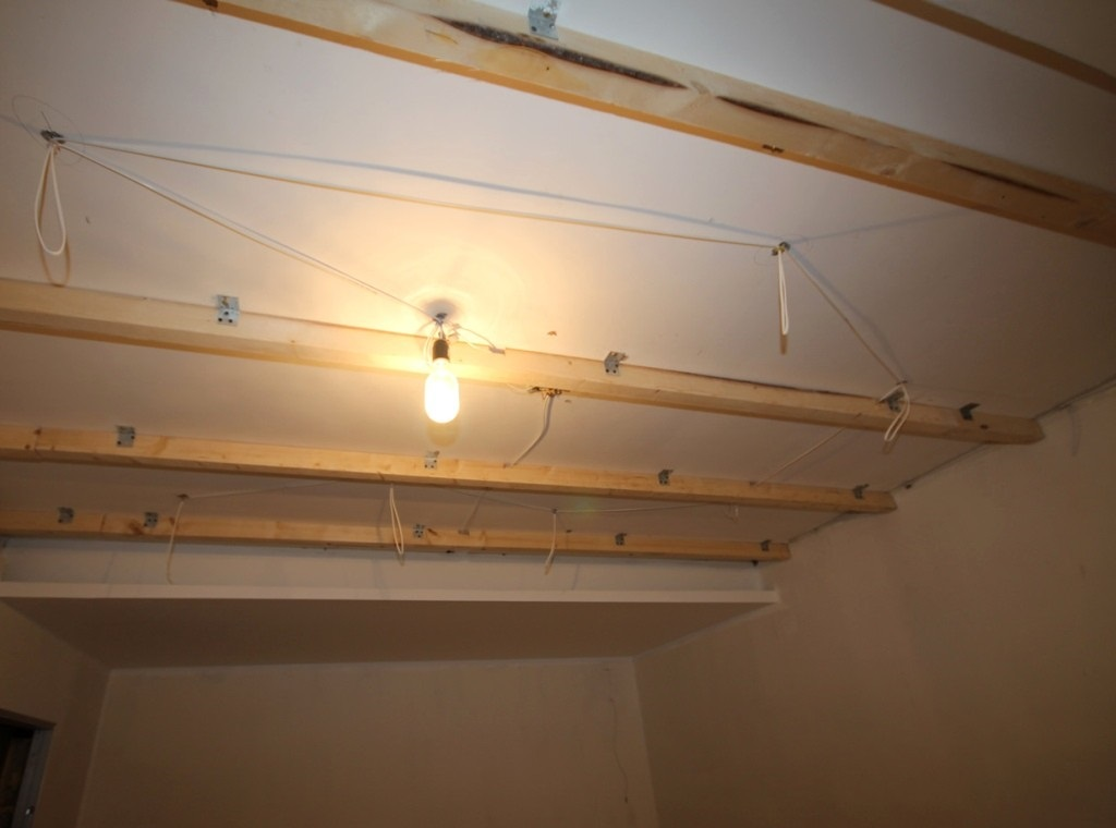 Деревянная обрешетка под гипсокартонный потолок