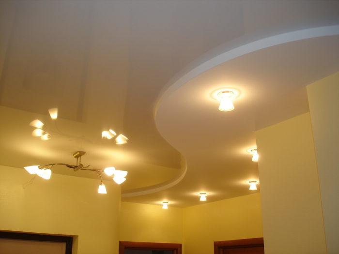 Диагональный многоуровневый потолок