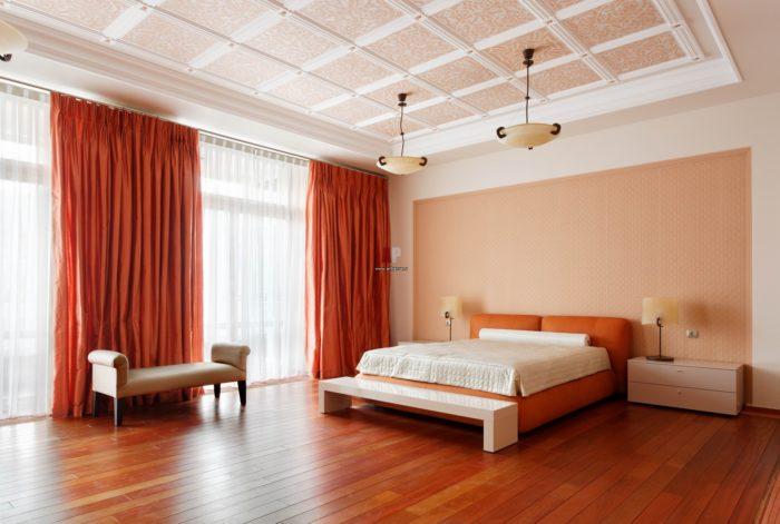 Дизайн и отделка потолков в комнате