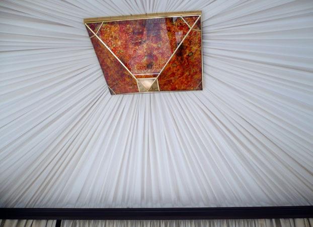 Драпировка потолка искусственным шелком