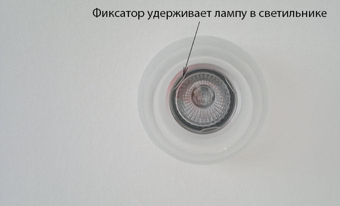 Фиксирующее кольцо устанавливается в паз