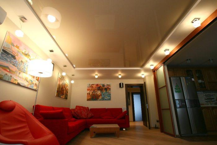 Фото натяжных потолков в гостиной - многоуровневые