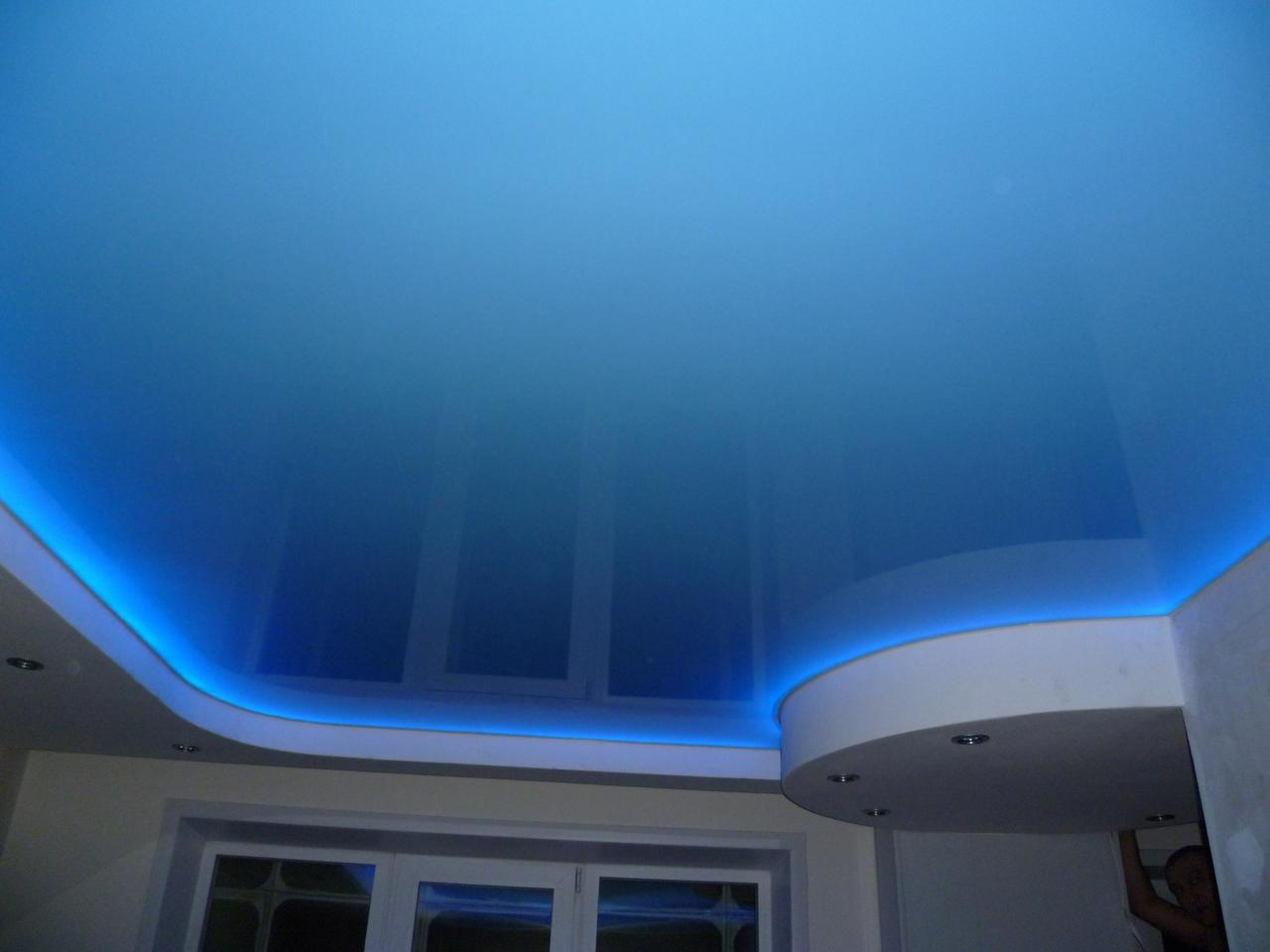 Глянцевый натяжной потолок со светодиодной подсветкой ( LED)