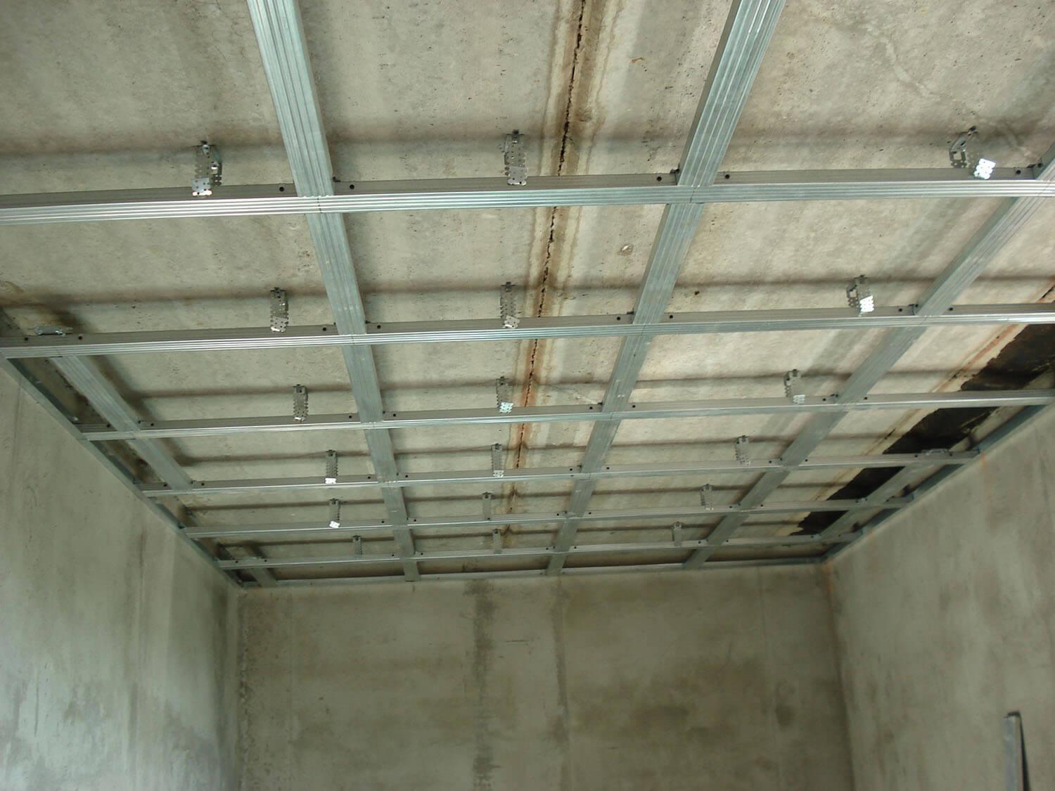 Подвесной потолок своими руками пошаговая инструкция с фото фото 579