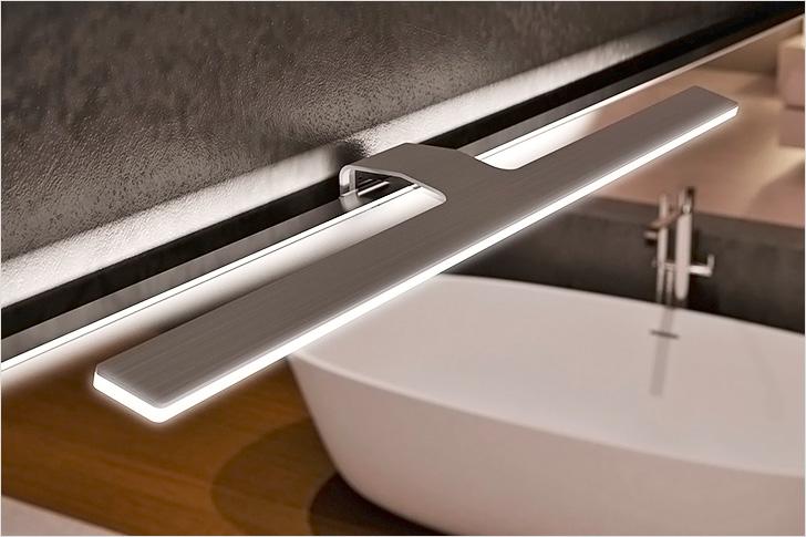 Классический накладной светильник над зеркалом