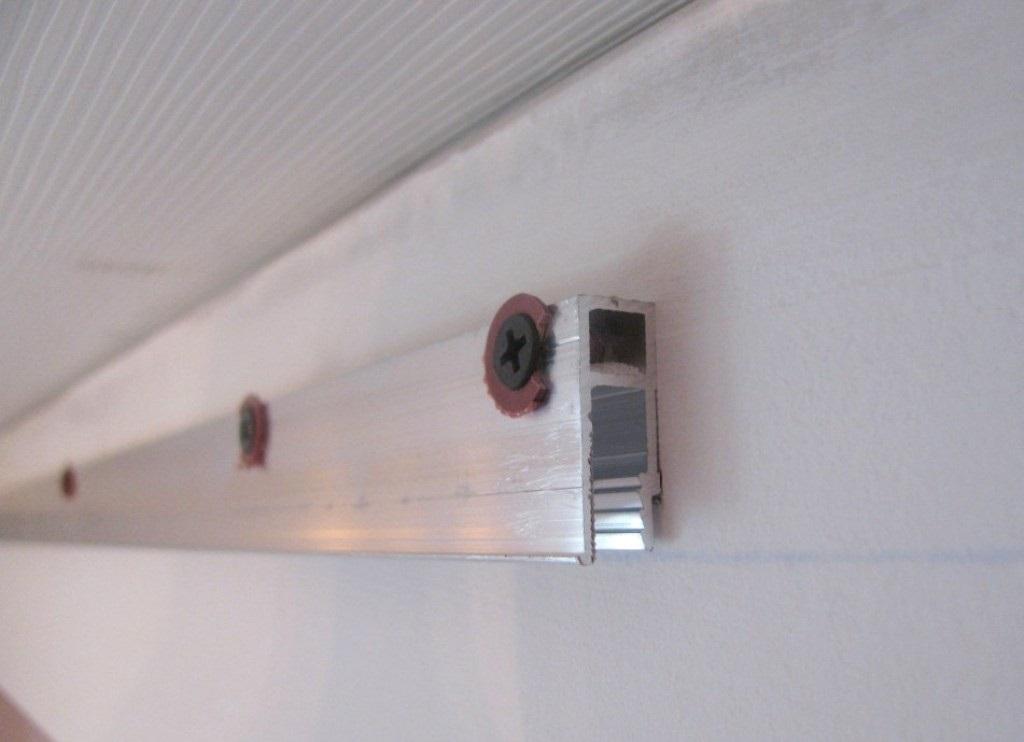 Крепление профиля для натяжного потолка