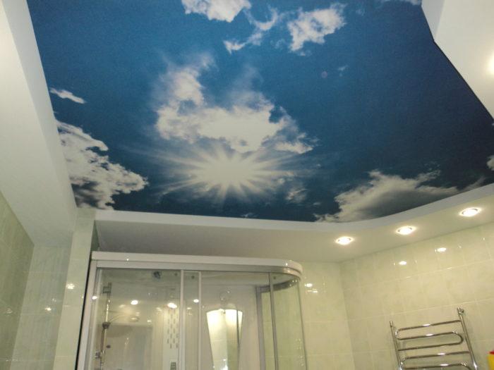Многоуровневый потолок с фотопечатью на верхнем уровне