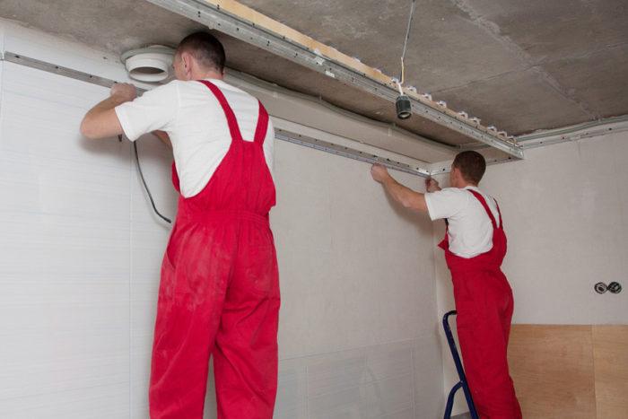 Монтаж и демонтаж должен проводиться командой мастеров (минимум из двух человек)
