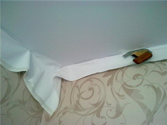 Монтаж натяжного тканевого потолка