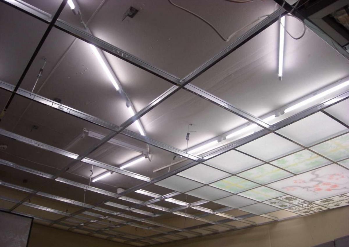 Монтаж стеклянного потолка в подвесную систему Армстронг