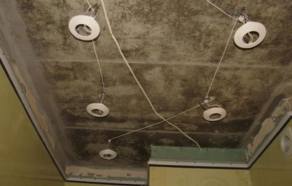 Монтаж светильников для натяжных потолков