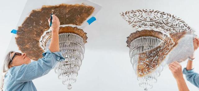 Нанесение рисунка на потолок с помощью трафарета