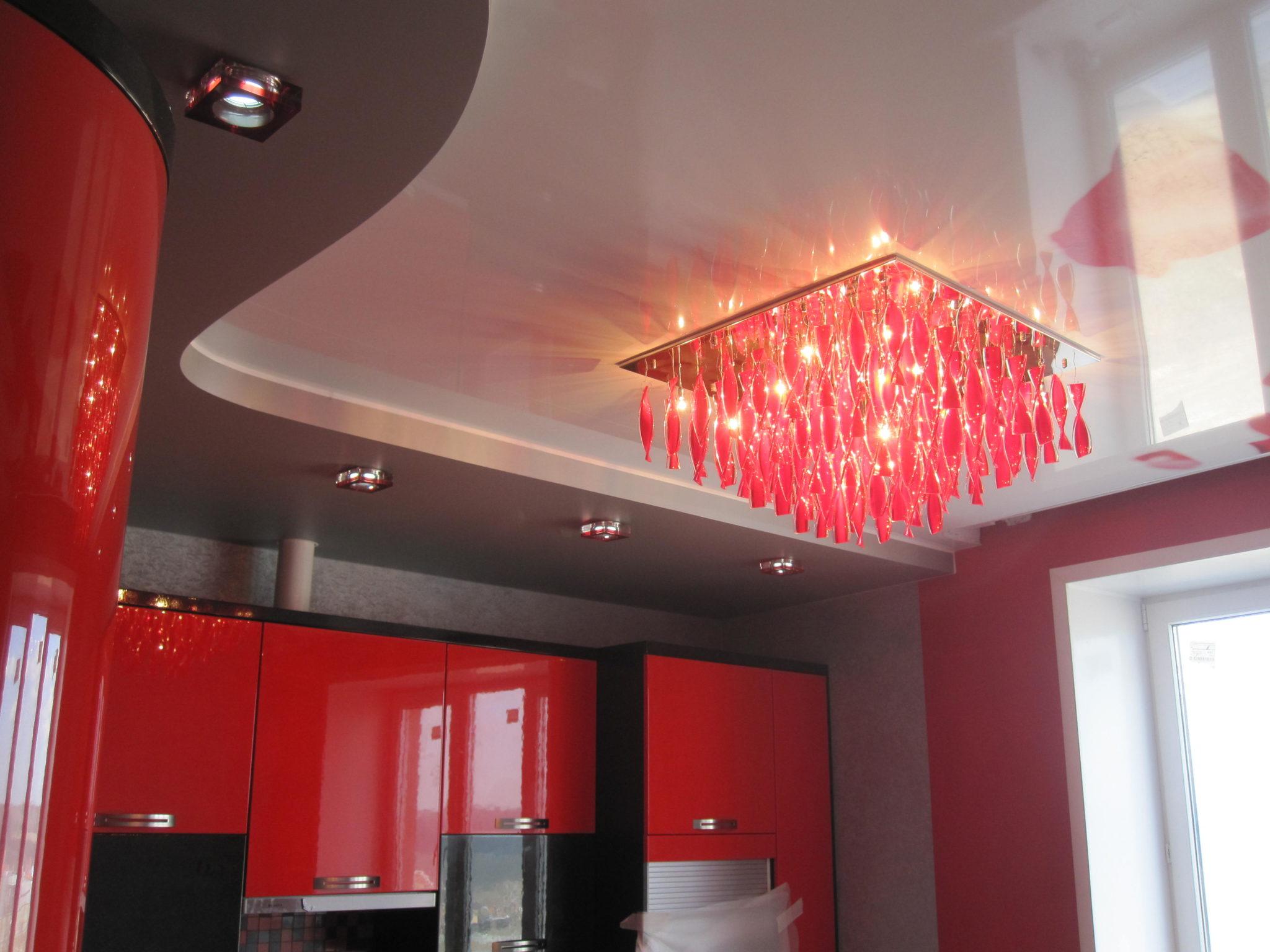 Натяжной потолок - популярный вариант отделки потолочной поверхности