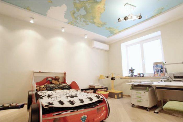 Натяжной потолок с изображением географической карты