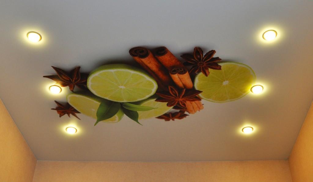 Натяжной потолок с рисунком фруктов на кухне