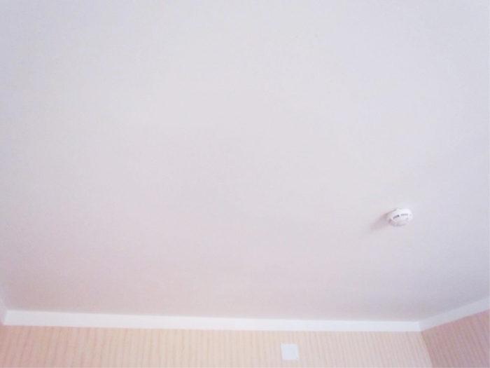 Оштукатуренный потолок