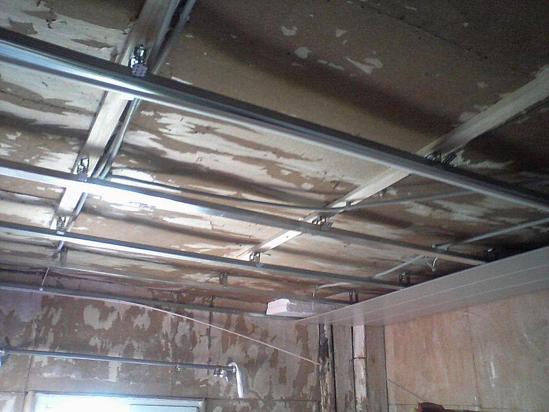 После монтажа каркаса в гофротрубе проложил провода к местам крепления точечных светильников