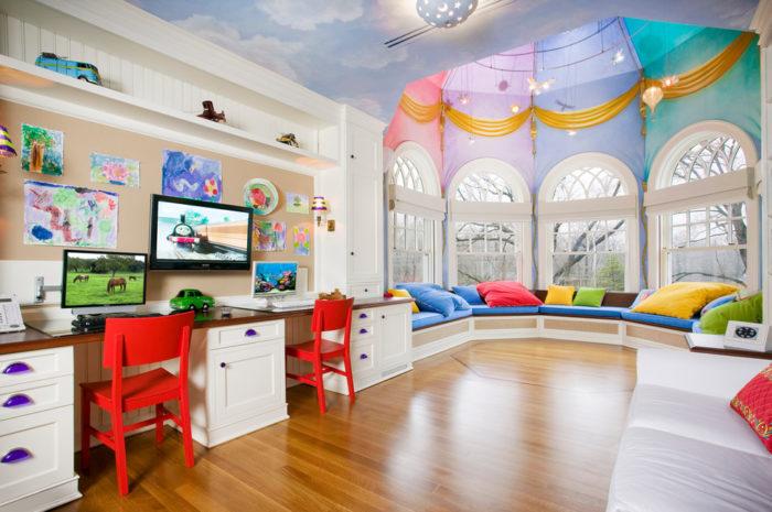 Потолок детской комнаты, может стать неотъемлемой частью красочного сюжета интерьера