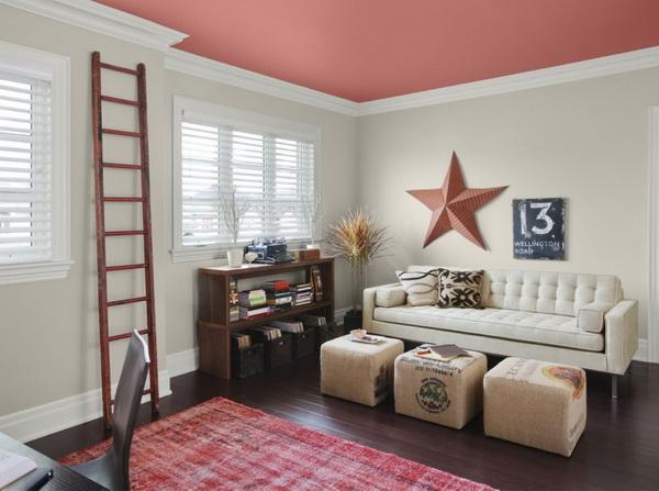 Потолок, окрашенный в розовый цвет