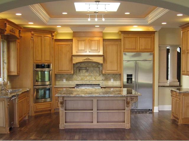 Рамный гипсокартонный потолок на кухне
