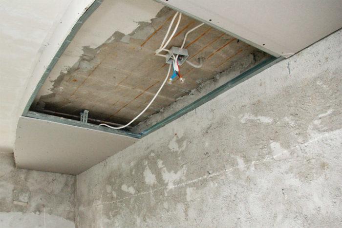Размещение электрических проводов внутри гипсокартонового потолка