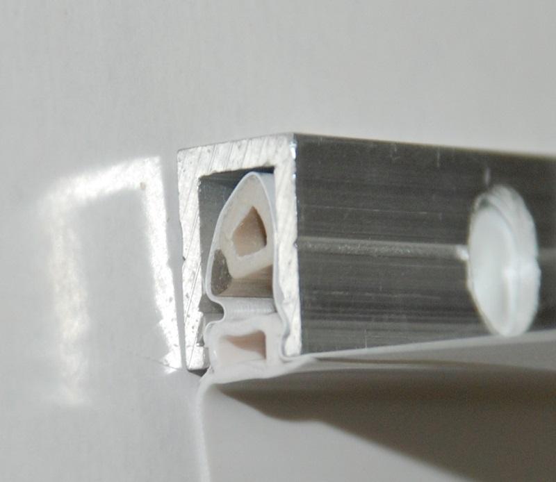Специальный крепежный профиль - один из основных элементов натяжного потолка