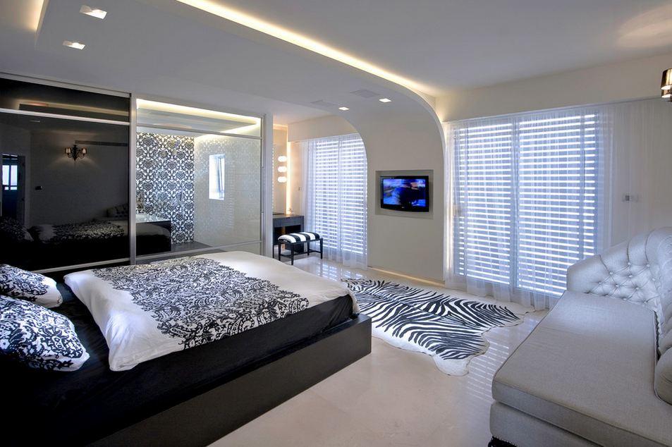 Светлая спальня в стиле хай-тек с элементами стиля сафари