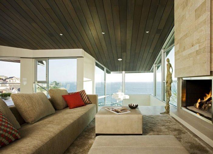Темный деревянный потолок