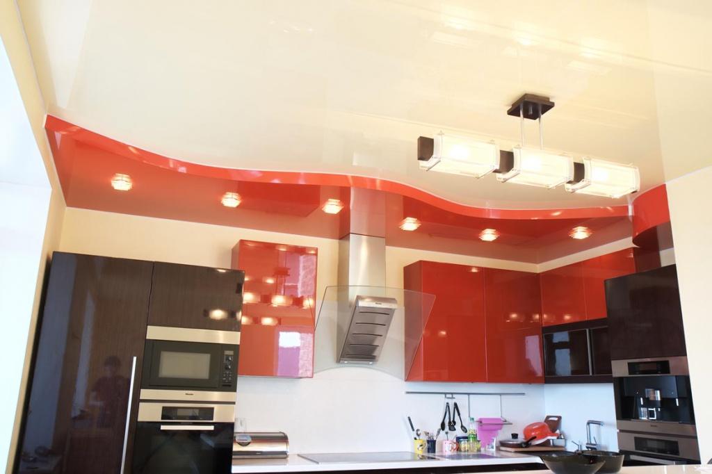 Тонкости применения натяжных потолков на кухне