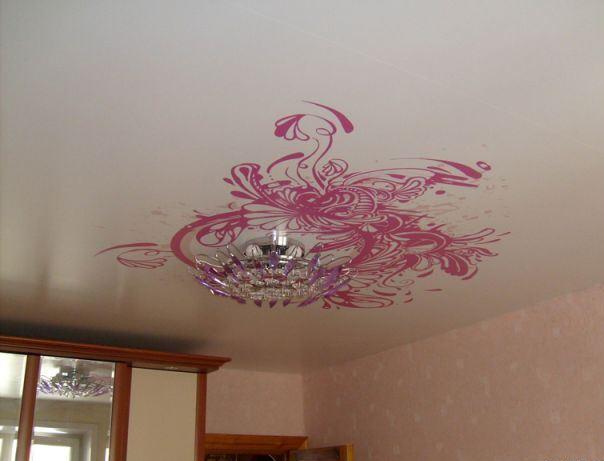 Трафаретный рисунок на потолке