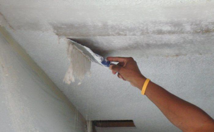 Удаление штукатурки с потолка