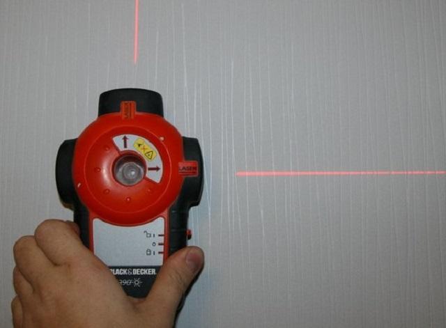 Удобнее всего проводить разметку с помощью лазерного уровня