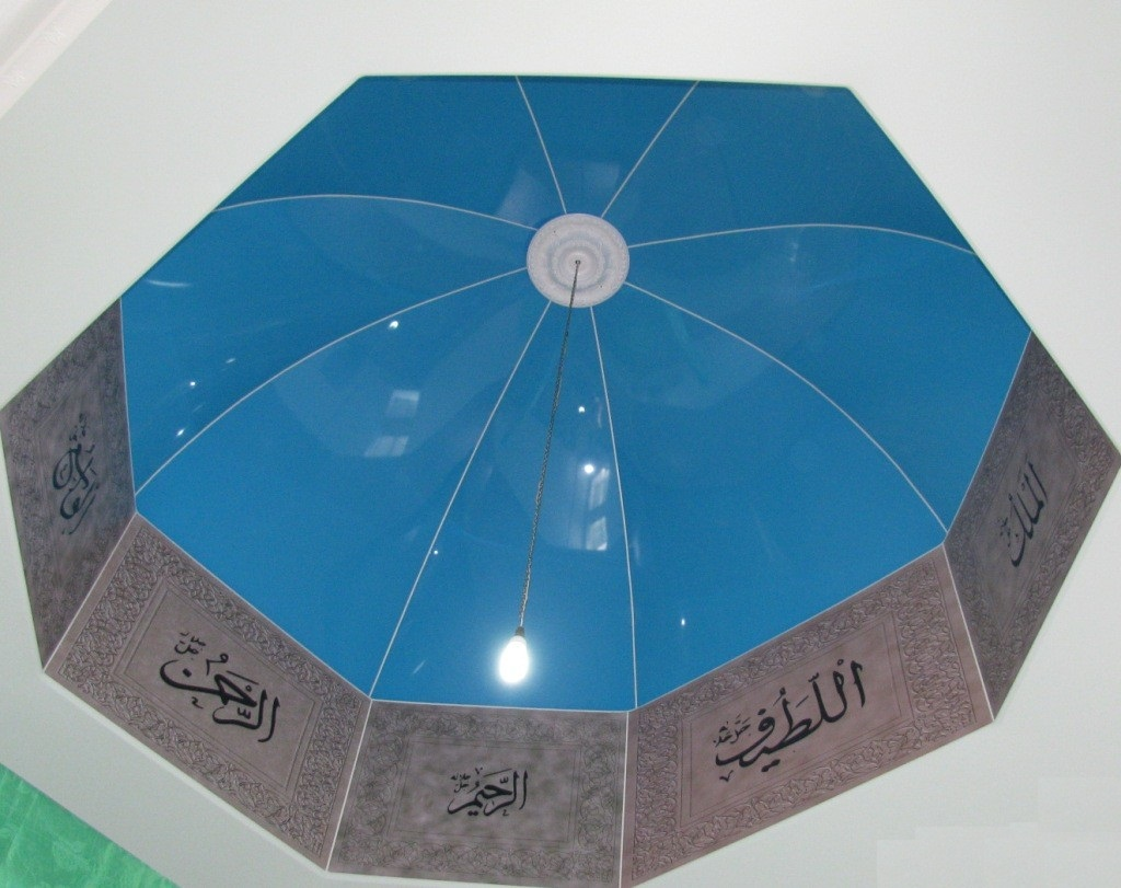 Волнистый натяжной потолок в форме купола