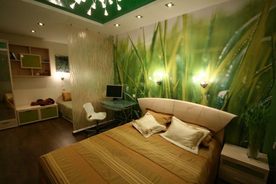 Зелёный акцент на потолке и одной стене