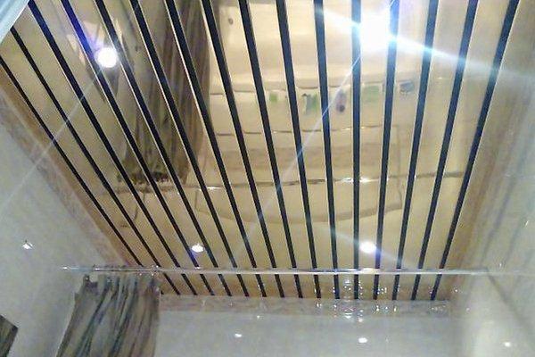 Зеркальные реечные потолки для ванной