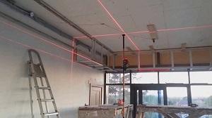 Подготовка потолка и разметка уровня