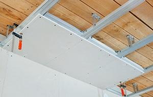 Обшивка гипсокартонном основного потолка