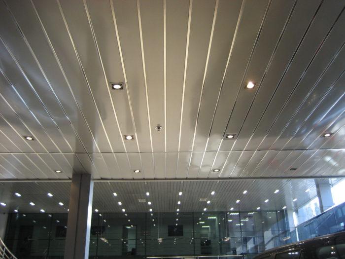 "Реечный потолок AN85A, AN135A, AN185A, немецкий дизайн, ""Албес"" с открытыми стыками"