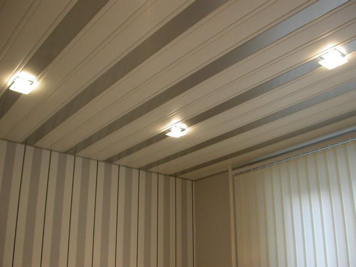 Готовый потолок из поливинилхлоридных секций
