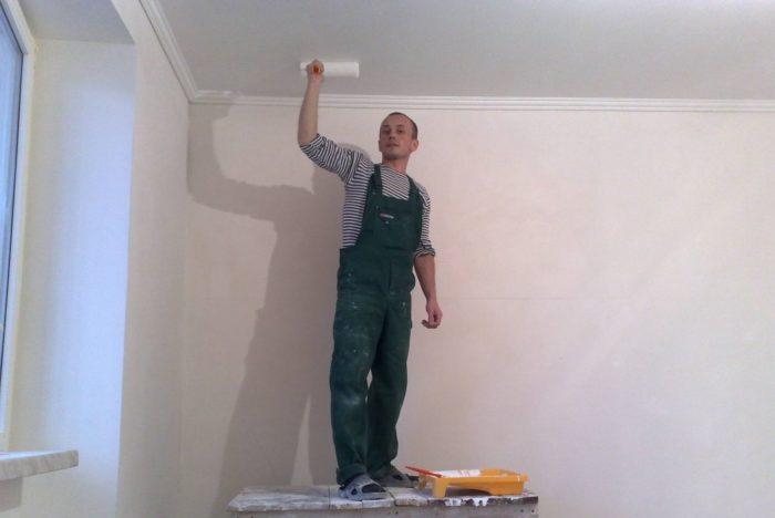 Побелка потолка пользуется в последнее время все меньшей популярностью