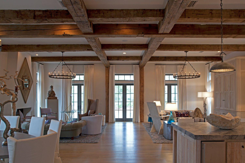 Потолок из балок в частном доме фото